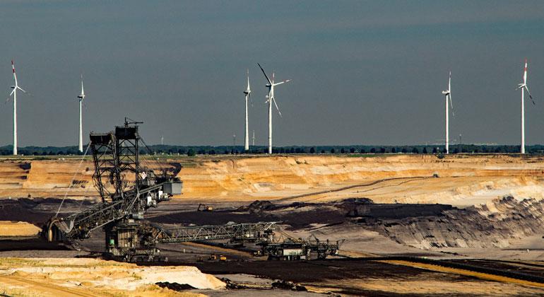 pixabay.com | herbert2512 | Tagebau Garzweiler im Rheinland. Die Kohlekommission hat einen Zwischenbericht zum Übergang von der alten zur neuen Energiewelt vorgelegt.