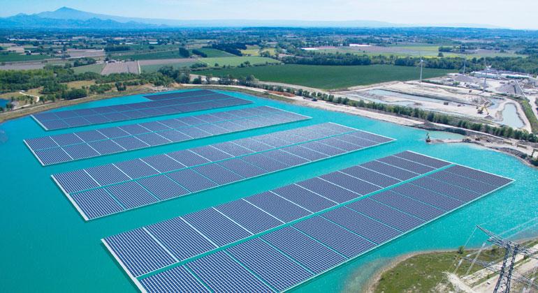 Akuo Energy | Das größte schwimmende Solarkraftwerk Europas in Piolenc (Frankreich) mit 17MW Leistung wird mit Trina Solar PV-Modulen gebaut.