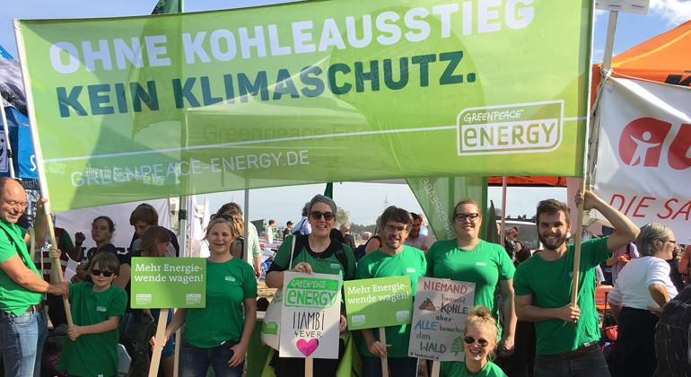 Greenpeace Energy eG | Michael Friedrich | TeilnehmerInnen von Greenpeace Energy bei der Großdemo für den Erhalt des Hambacher Waldes am 06.10.18