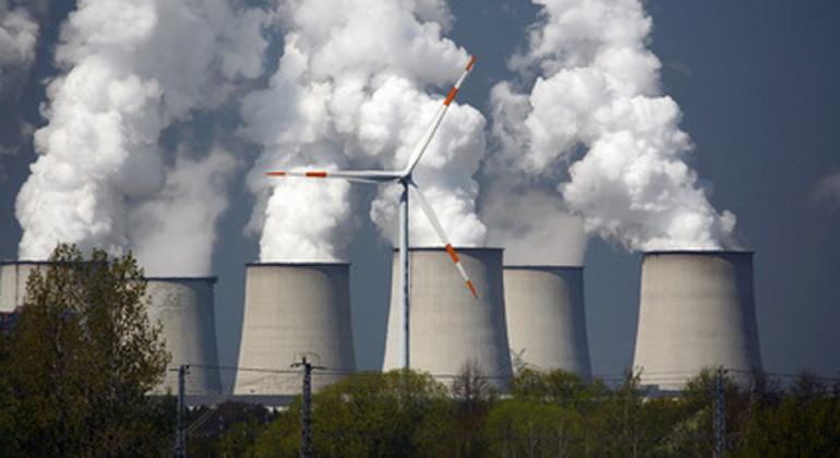 Fotolia.com | HartmutRauhut | Greenpeace Energy will RWE-Braunkohlesparte bis 2025 stilllegen und durch Erneuerbare ersetzen.