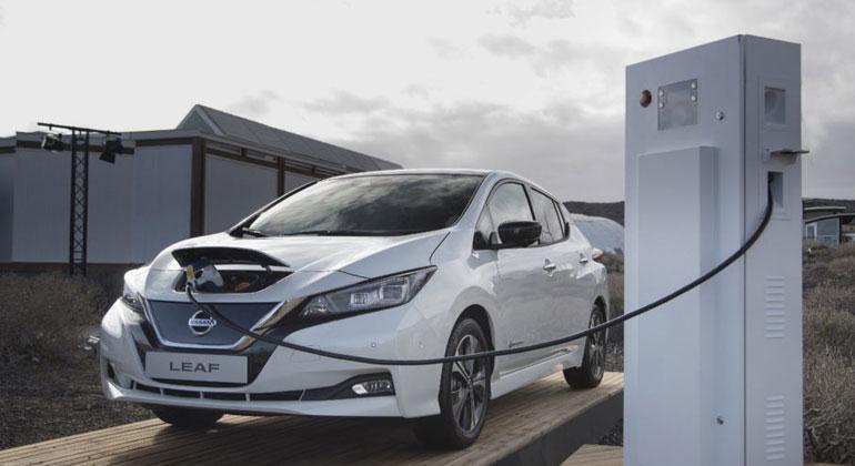Nissan Leaf / Dieser Nissan LEAF kann seit kurzem auf dem Firmengelände von Enervie am Markt für Primärregelleistung teilnehmen - es ist das erste Elektroauto in Deutschland, das dazu zugelassen wurde.