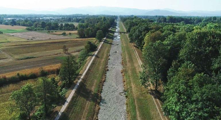 SWR | Dürre im Klimawandel – ausgetrocknete Flussbetten und Trinkwassermangel werden häufiger.