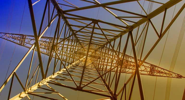 pixabay.com | analogicus | Mit der Energiewende ändern sich die Anforderungen an die Stromnetze und die Rolle der Netzbetreiber.