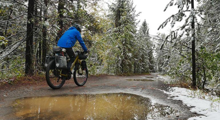 www.pd-f.de / Andreas Hübl | Schlechtes Wetter! Schlechte Ausrede, denn auch bei herbstlicher Witterung kommt man mit dem Rad gut ans Ziel.
