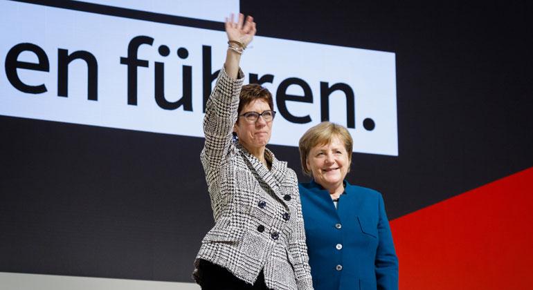 CDU/Tobias Koch | 31. Bundesparteitag der CDU Deutschlands in Hamburg, 7. und 8. Dezember 2018. Neu gewählte Parteivorsitzende Annegret Kramp-Karrenbauer und Angela Merkel.