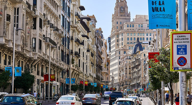 pixabay.com | NakNakNak | MADRID Gran Via