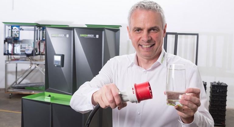 Blue Sky Energy | Helmut Mayer, Geschäftsführer von Blue Sky Energy, setzt bei Energiespeichern auf Salzwasser-Technologie.