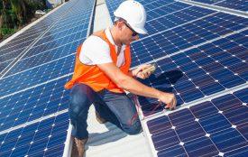 Depositphotos | zstockphotos | Die Solarteure haben in diesem Jahr wieder viel zu tun. Die Auftragsbücher füllen sich weiter, nachdem der Solardeckel gefallen ist.