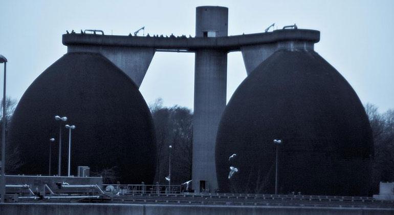 Bastian Greshake Tzovaras / flickr.com, CC BY-SA 2.0   In Kläranlagen wird Abwasser von allen möglichen Rückständen gereinigt. Diese sind teilweise hochgiftig und bleiben im Klärschlamm enthalten.