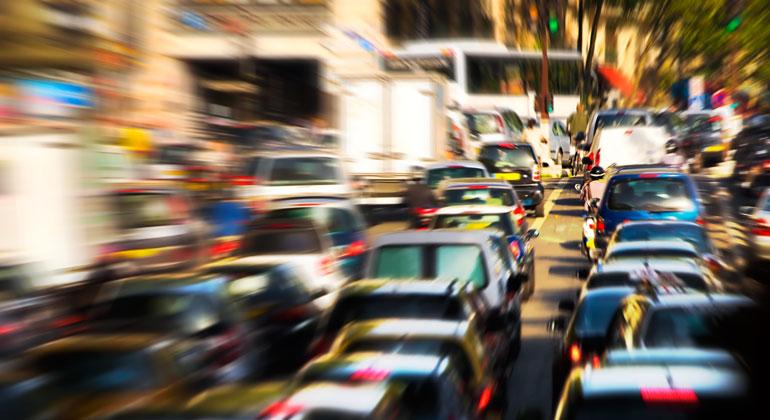 Depositphotos | chaoss | Autodominierter Stadtverkehr: Geht es nach Bundesverkehrsminister Andreas Scheuer, bleibt das erst mal so.