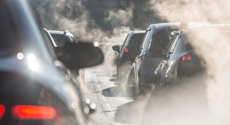 Fotolia.com | elcovalana | Auslaufmodell: Wer heute neue fossile Autos entwickelt, muss sich wohl bald Betrug am Kunden vorwerfen lassen.