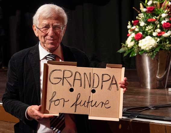 """Franz Alt: """"Diese neue, junge Bewegung hilft dem Klimaschutz über alle Parteigrenzen hinweg. Lasst uns Rebellen für eine bessere Zukunft werden."""""""