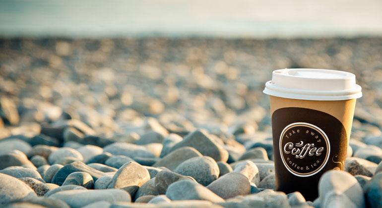 pixabay.com | InessaTokmina | Einwegbecher für Kaffee und andere Heißgetränke landen viel zu oft in der Umwelt.