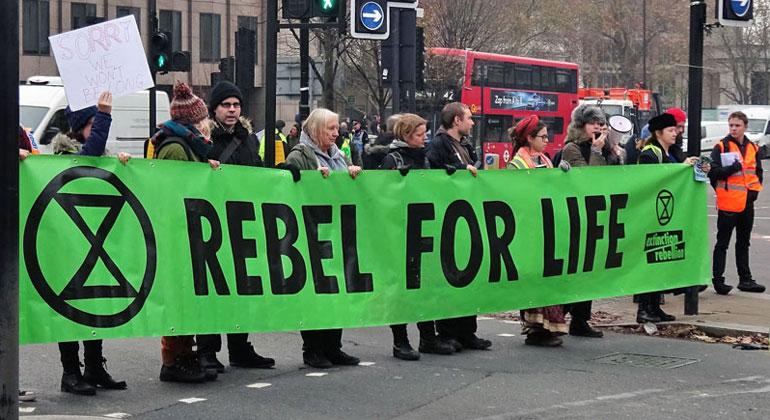David Holt | flickr.com | CC BY 2.0 | Straßenblockade von Extinction Rebellion in London.