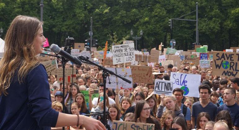 klimareporter.info | Friederike Meier | Fridays-for-Future-Aktivistin Luisa Neubauer beim Klimastreik am 24. Mai in Berlin.