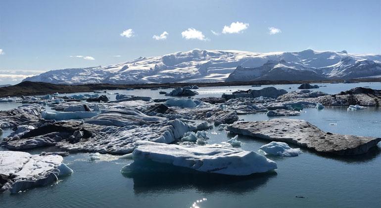 ZDF/Uli Kunz | Der Gletschersee Jökulsárlón auf Island: Nur Wasser kommt auf der Erde zugleich fest, flüssig und gasförmig vor.