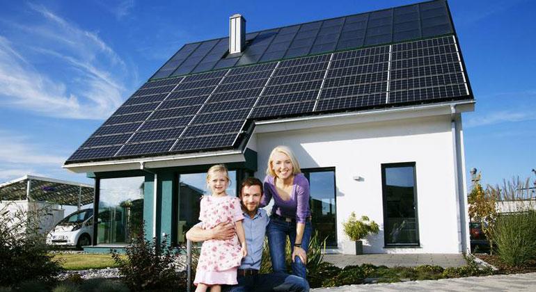 solarwirtschaft.de | Diese Familie bezieht grünen Strom mit ihrer Solaranlage von Enpal