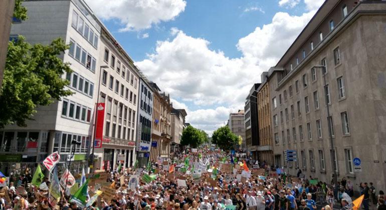 Sebastian Weiermann | 35.000 Fridays-for-Future-Begeisterte aus ganz Europa fordern heute in Aachen echten Klimaschutz.