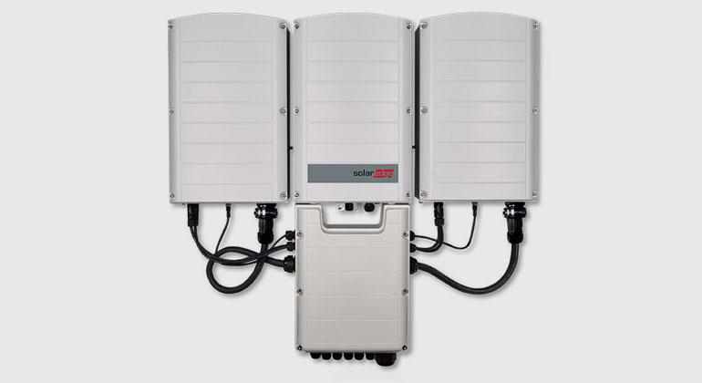 solaredge.com/de   Solaredge brachte die Synergy-Technik nach München: Anschlussbox für DC und AC sowie die Leistungsteile sind getrennt.
