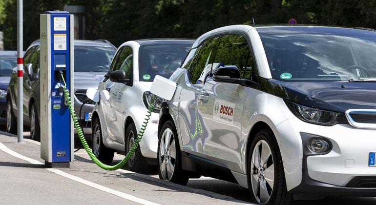 BOSCH | Neue Cloud-Dienste von Bosch erkennen Stressfaktoren der Batterie und optimieren.