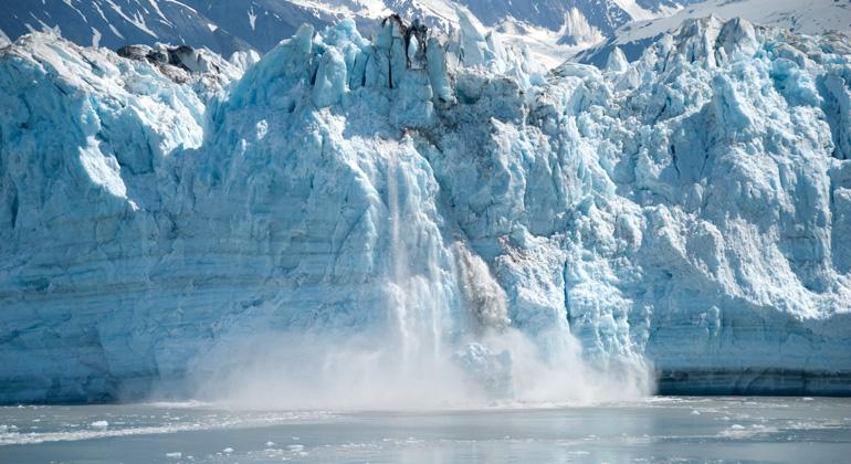 pixabay.com | Schmid-Reportagen | Die globale Erwärmung lässt das Eis im Nordpolarmeer jedes Jahr früher und rapider schmelzen. Weniger Eis im Meer führt entsprechend zu einem noch höheren Anstieg der Temperaturen an der Meeresoberfläche. Und die ungewöhnlich hohen Wassertemperaturen heizen auch das vom Meer umgebene Alaska auf.