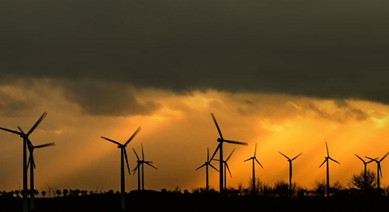 """pixabay.com   DarkWorkX02   Die Windkraft ist das """"Arbeitspferd"""" der Energiewende. Doch in Deutschland bricht der Ausbau gerade ein."""