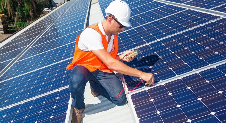 Depositphotos | zstockphotos | Mit Erreichen der 52 Gigawatt installierter Photovoltaik-Leistung soll der Solarförderung für Anlagen bis 750 Kilowatt der Stecker gezogen werden.