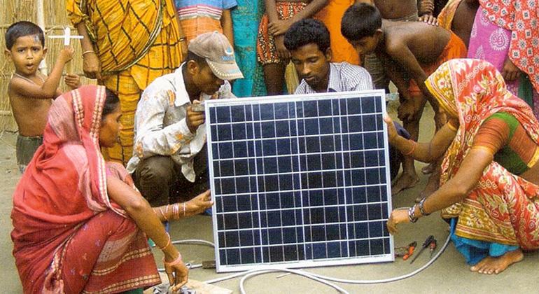 NATURSTROM und ANDHERI HILFE installieren 3000. Solaranlage
