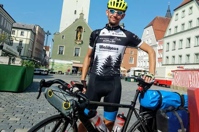 privat   Im September 2019 reiste Sebastian Jäckle von Freiburg klimaneutral mit dem Fahrrad zu einer Konferenz nach Wroclaw/Polen.