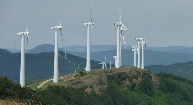 Coordinated development could help wind farms be better neighbors