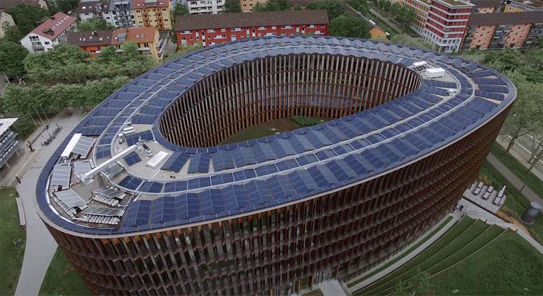 Freiburger Rathaus Europas größtes Netto-Nullenergie-Gebäude