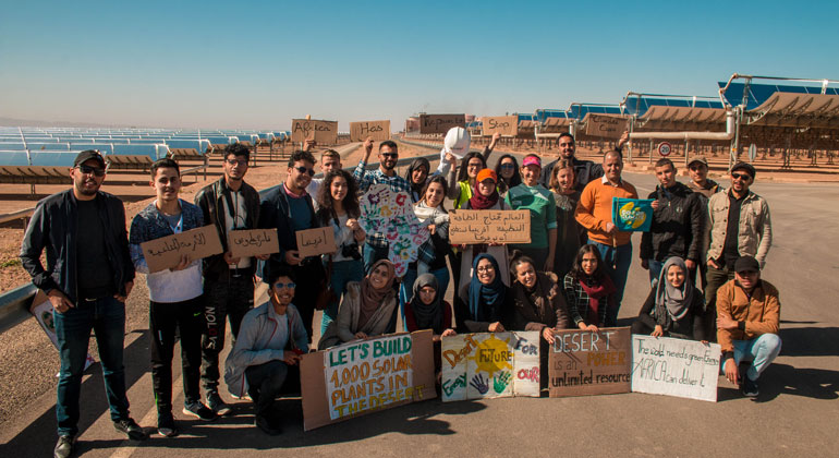 goforclimate.org | Junge Klimaaktivisten demonstrieren in Noor für den Export grüner Energie aus der Wüste.