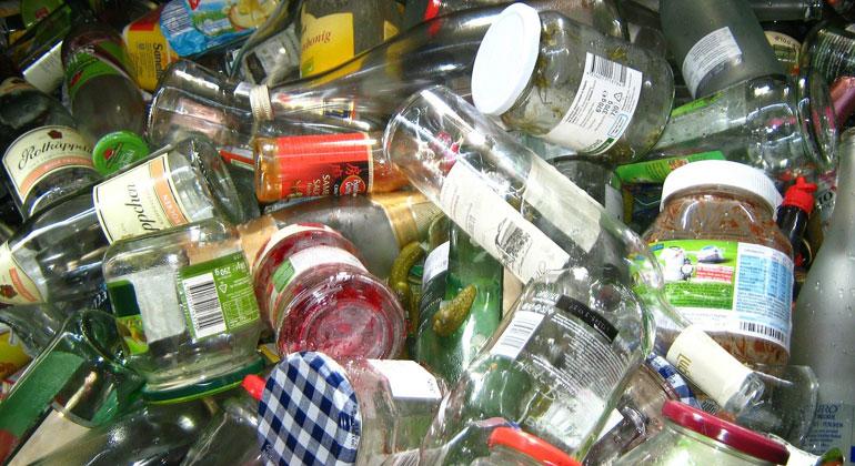 Altglas entsorgen: Restentleert oder gespült?
