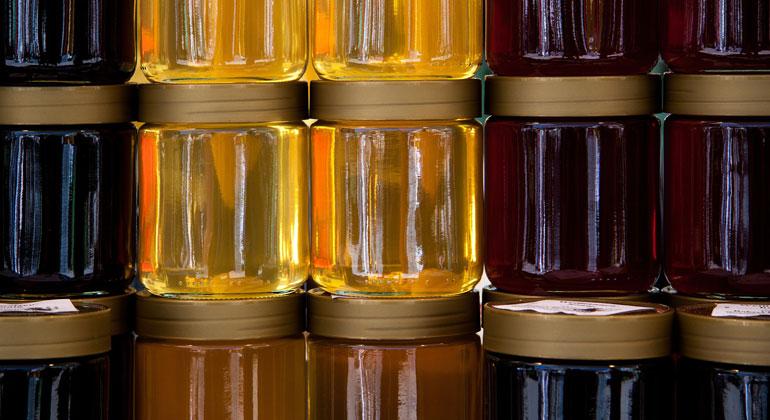 pixabay.com   stux   Honiggläser solltest du zum Schutz der Bienen sicherheitshalber spülen.