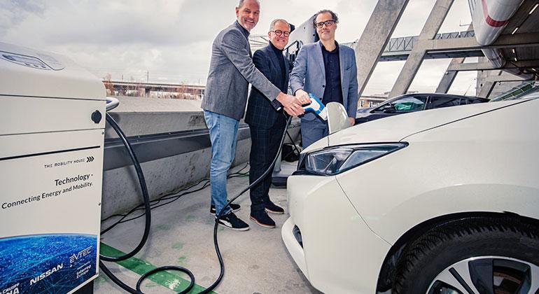 Elektroautos versorgen Fußballstadion
