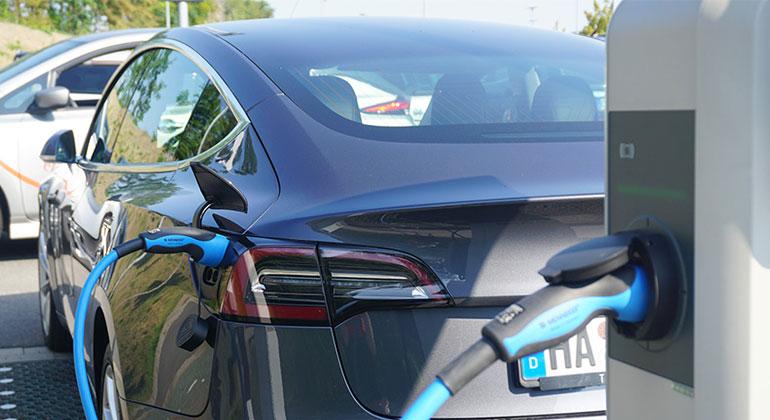 The Mobility House GmbH | Mit intelligenter Ladeinfrastruktur für Elektroautos lässt sich maximale Förderung sichern.