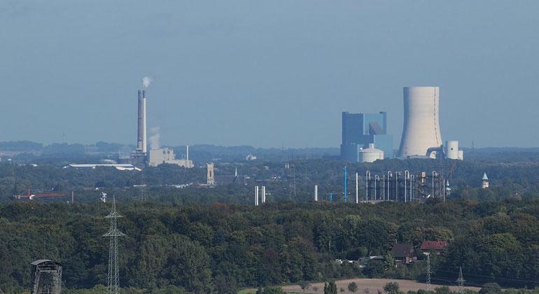 Arnoldius / Wikimedia.Commons, CC BY-SA 3.0 | Blick auf das letzte neue Kohlekraftwerk Deutschlands: Datteln 4 (auf der rechten Seite). Links stehen noch die bereits stillgelegten Blöcke 1-3.