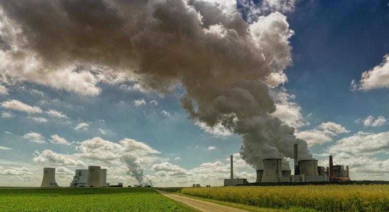 pixabay.com | JohannesPlenio | Deutschland ist ein CO2-Großemittent: Kraftwerk Neurath im Rheinischen Braunkohlerevier.