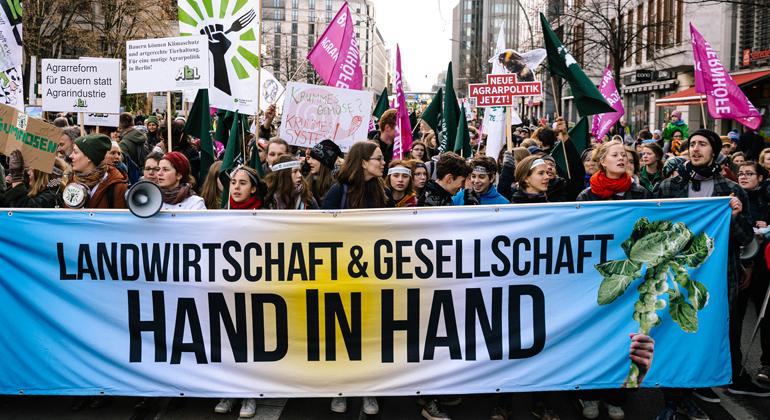 """""""Wir haben es satt!""""-Demonstration für enkeltaugliche Landwirtschaft und gutes Essen"""