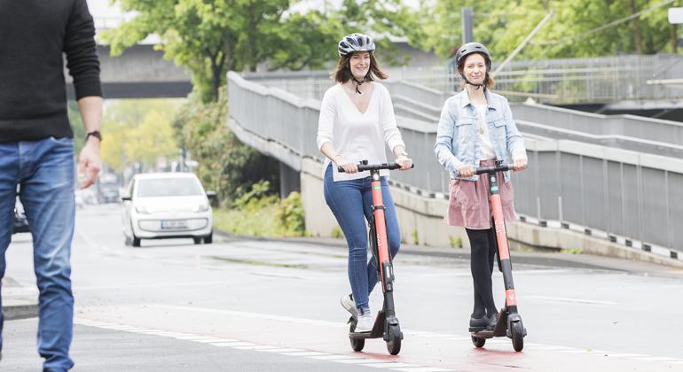 DEVK reduziert E-Scooter-Beiträge um bis zu 40 Prozent