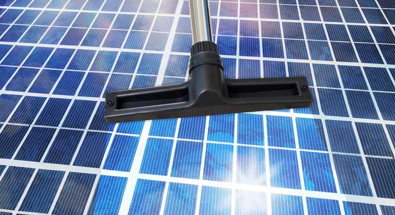 7 Tipps: Solarmodule richtig säubern
