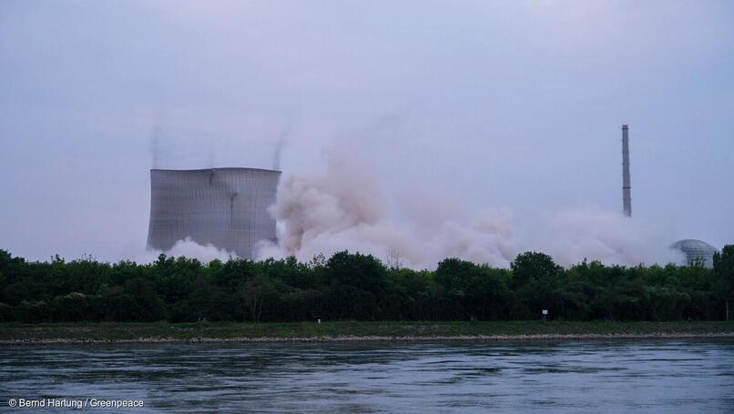 greenpeace.de | Bernd Hartung | In den frühen Morgenstunden des 14. Mai 2020 wurden die beiden Kühltürme gesprengt.
