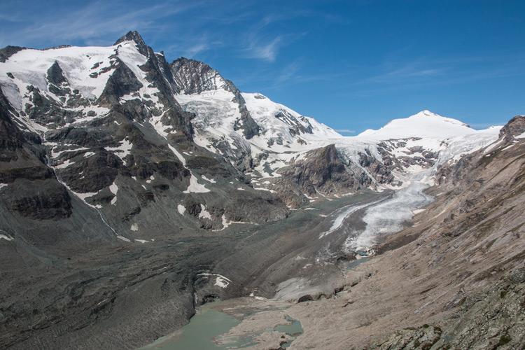 FAU/Christian Sommer   Pasterze Gletscher am Großglockner (h.l.) in den österreichischen Hohe Tauern. Die Pasterze ist der größte Gletscher Österreichs und zählt zu den am stärksten schuttbedeckten Gletschern der Alpen.