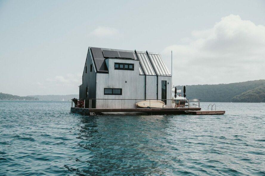 100% solar-powered floating villa