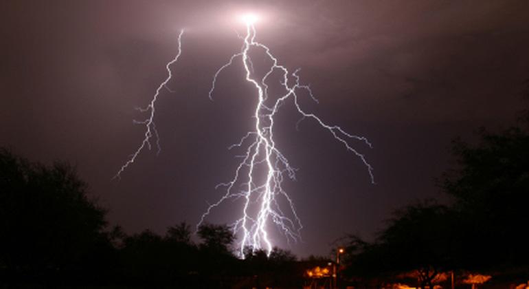 istockphoto.com | LightningStrike | Unterschätztes Risiko: In einer repräsentativen Umfrage über die Wetter- und Klimakompetenz in Deutschland konnte lediglich ein Fünftel der Befragten korrekt angeben, dass bei 30 Sekunden zwischen Blitz und Donner ein Gewitter etwa zehn Kilometer entfernt ist.