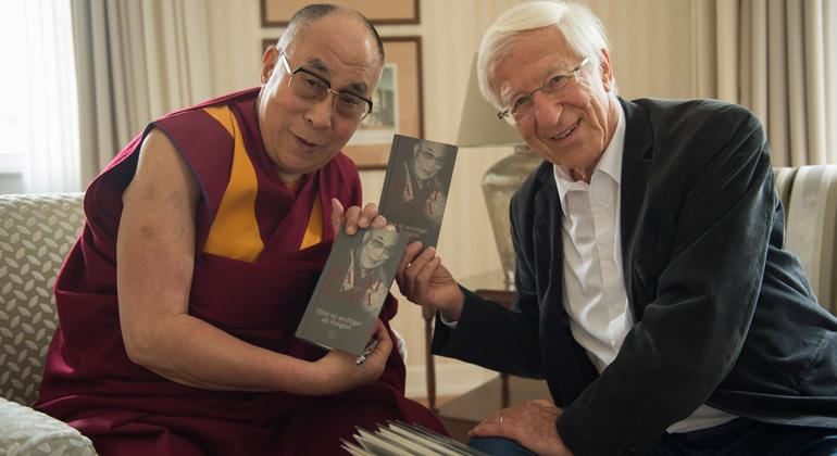Manuel Bauer | Der Journalist Franz Alt traf den Dalai Lama bereits 40mal zu Gesprächen.