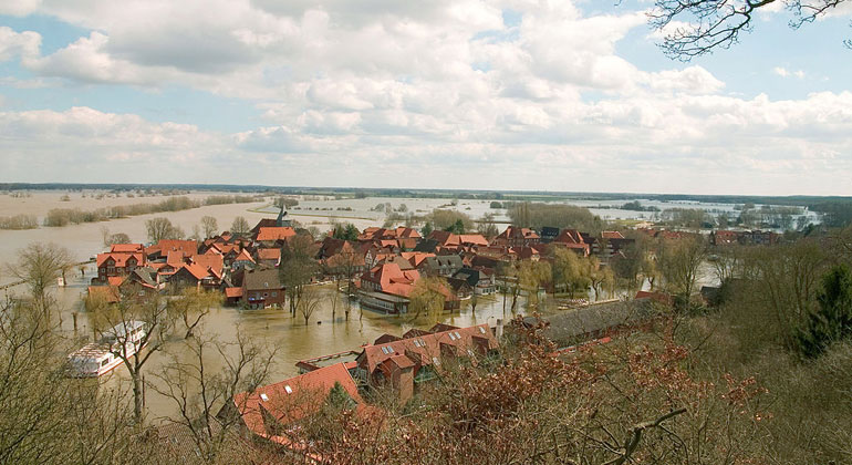 WikimediaCommons | Torsten Bätge | View of the old town of Hitzacker (Elbe) in Lower Saxony, Germany, inundated during the Elbe flood in spring 2006.