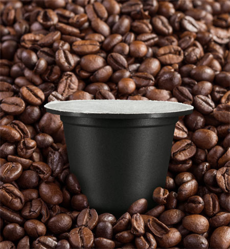 obs/Golden Compound/Timo Lutz | Die Kaffeekapseln von Golden Compound basieren auf dem innovativen Rohstoff SUN CIRCLE®. Dieser einzigartige Rohstoff besteht aus einem hohen Anteil an Schalen von Sonnenblumenkernen und Mineralien. Der Rohstoff für die 100 Prozent abbaubaren Bio-Kapseln verwandelt sich über den Kompost zu Erde.