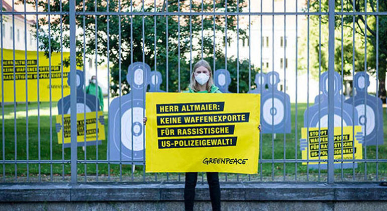 Paul Lovis Wagner / Greenpeace | Wirtschaftsministerium: Protest gegen Waffenexporte