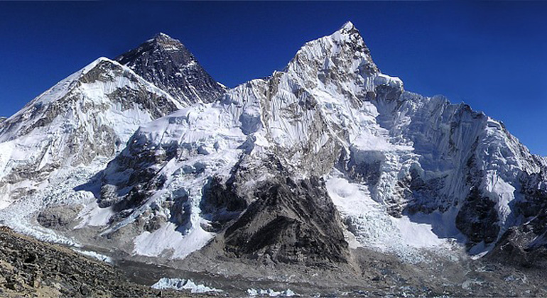 pixabay.com | Simon | The Mount Everest in the Himalayas is with 8848 meters the highest mountain on earth.
